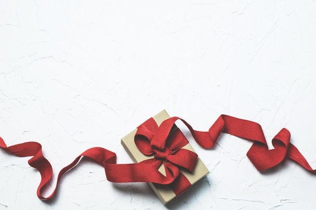 Co je darovací smlouva a co by měla obsahovat + vzor!