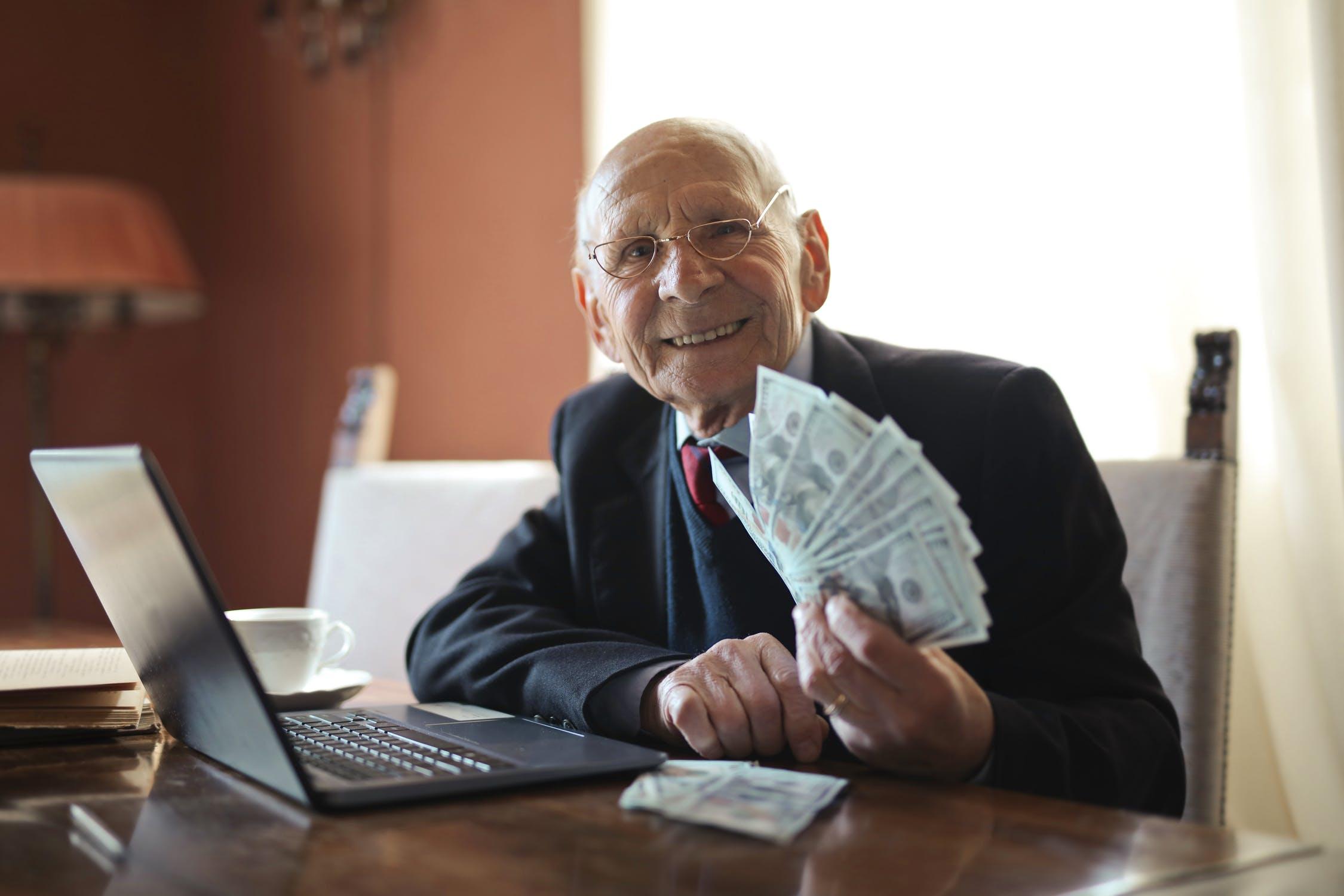 Jak rychle vydělat peníze přes internet (online) ?